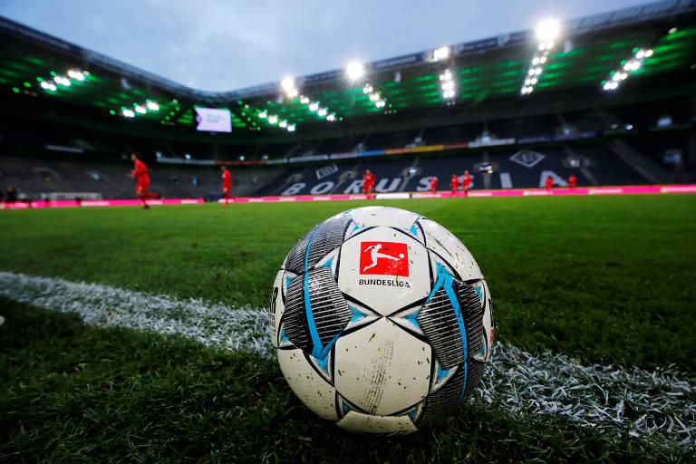 As duas principais divisões do futebol alemão serão retomadas a partir do próximo dia 16 de maio