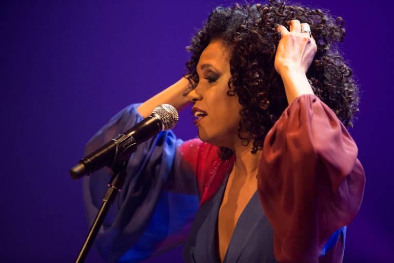 Confira fotos da cantora Teresa Cristina