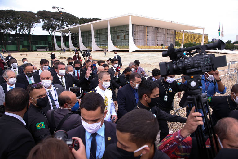 Bolsonaro, Guedes e empresários caminham até o STF pelo fim do isolamento