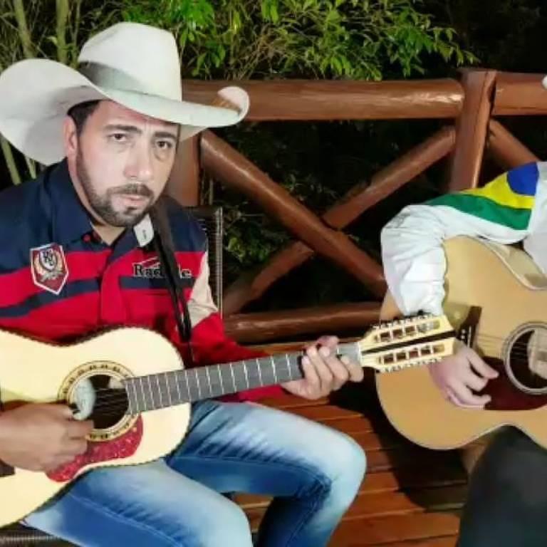 Imagens do cantor Serraninho