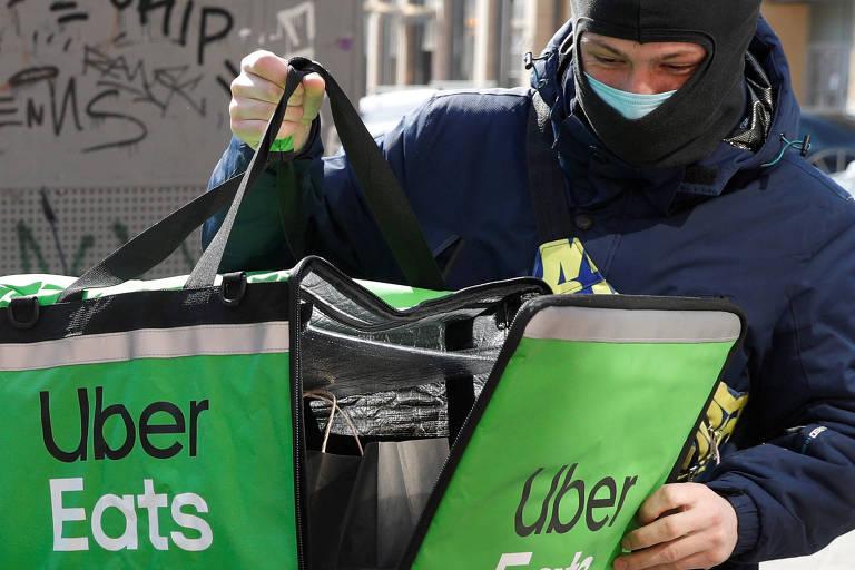 Entregador da Uber Eats, setor cuja receita cresceu 53% no primeiro trimestre