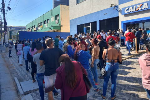 Fila do Bolsa Família volta a 1 milhão após redução do auxílio emergencial