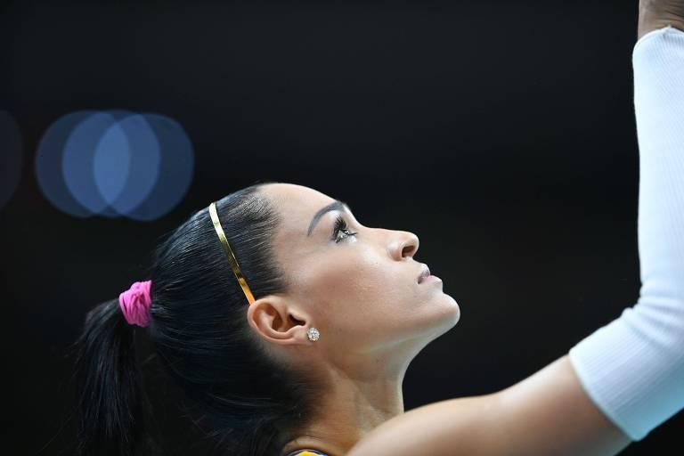 Jaqueline em jogo da seleção brasileira de vôlei na Olimpíada do Rio