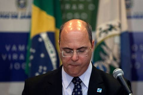 (FILES) In this file photo taken on September 23, 2019 Rio de Janeiro's Governor Wilson Witzel gestures during a press conference in Rio de Janeiro, after eight-year-old Agatha Sales Felix died during a police operation at the Alemao complex slum. - Witzel announced on April 14, 2020 that he tested positive for the new COVID-19 coronavirus and asked the people to