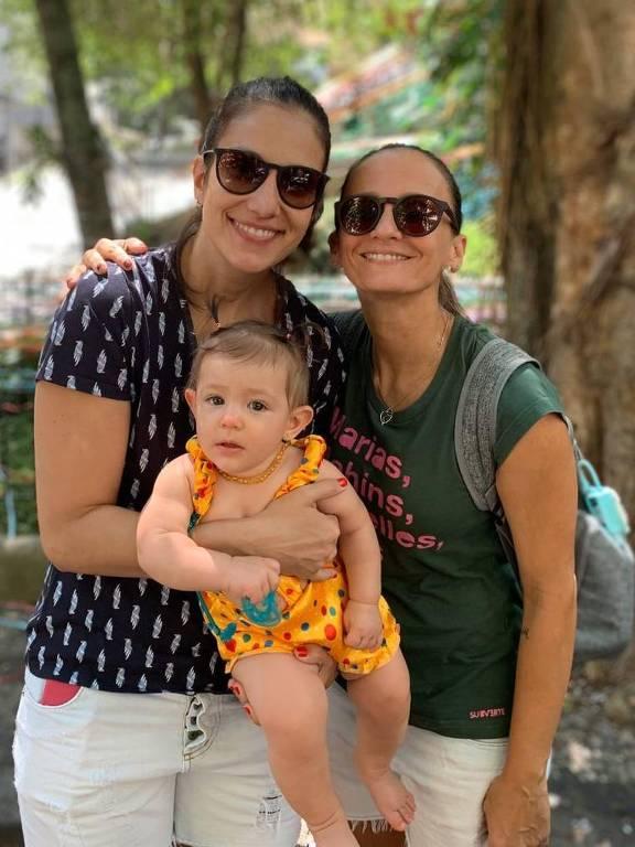Fabi Alvim e Julia Silva com Maria Luiza, que nasceu em julho de 2019