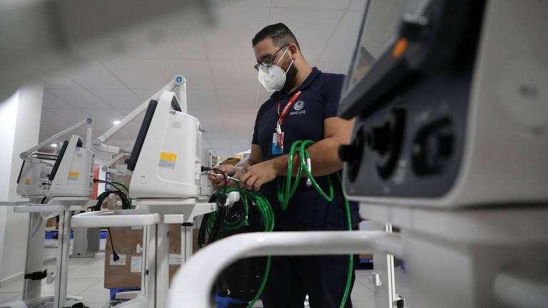 Monitores multiparâmetros e respiradores que chegaram da China para equipar o Hospital de campanha do Riocentro, na zona oeste do Rio