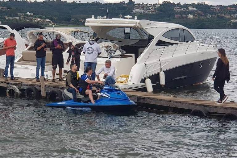 O presidente Jair Bolsonaro em passeio de moto aquática em Brasília