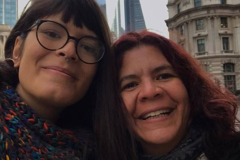 Taya, mulher trans, e a mãe Janaína