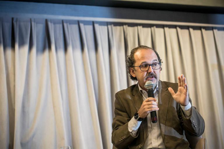 O cientista político Rogerio Arantes em seminário da Folha sobre os 30 anos da Constituição