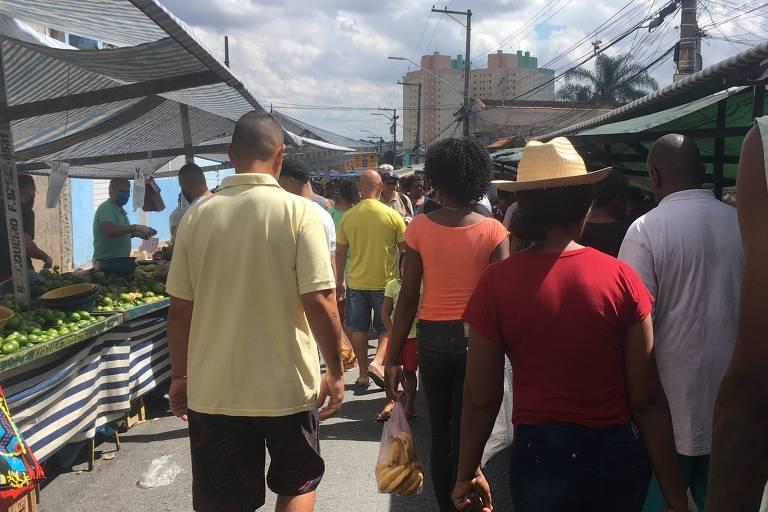 Mesmo com quarentena, aglomeração em feiras prosseguiu e muitos não utilizam máscaras para comprar alimentos
