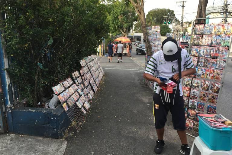 Ambulantes seguem com produtos à venda na zona leste