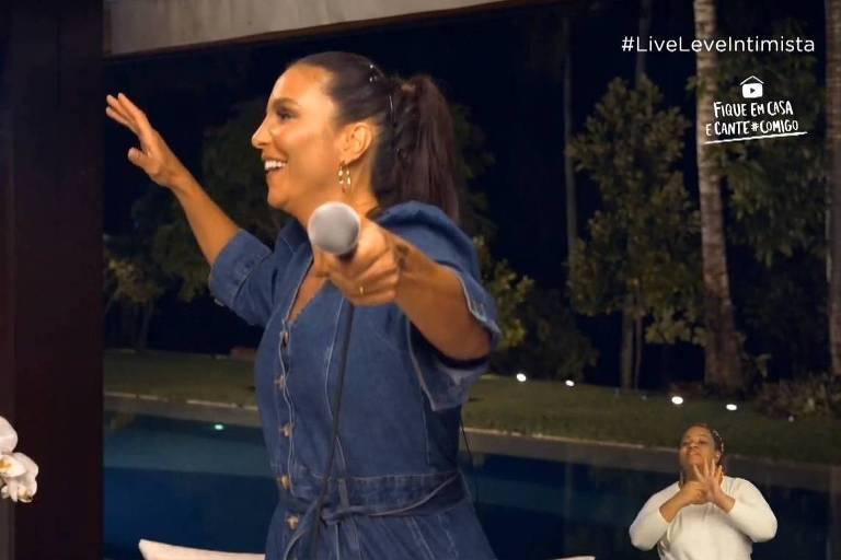 Em live intimista, Ivete Sangalo se emociona com Aldir Blanc e Moraes Moreira