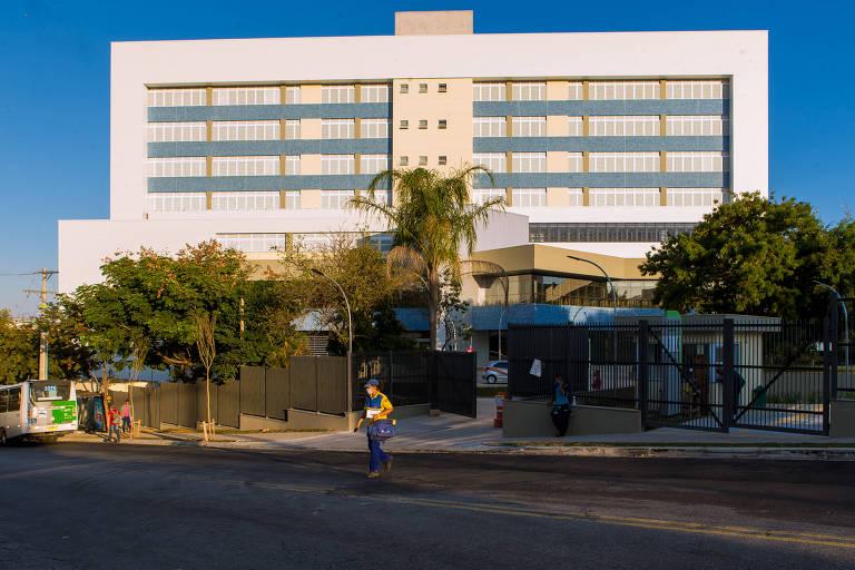 O Hospital Municipal da Brasilândia teve 20 leitos de UTI e 16 de enfermaria abertos nesta segunda-feira (11) para receber apenas pacientes com o novo coronavírus