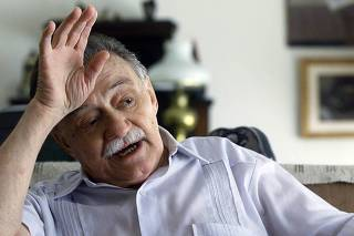 URUGUAYAN WRITER MARIO BENEDETTI GESTURES DURING AN INTEVIEW