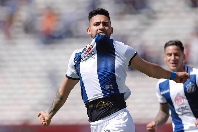 Nahuel Bustos comemora gol pelo Talleres, da Argentina