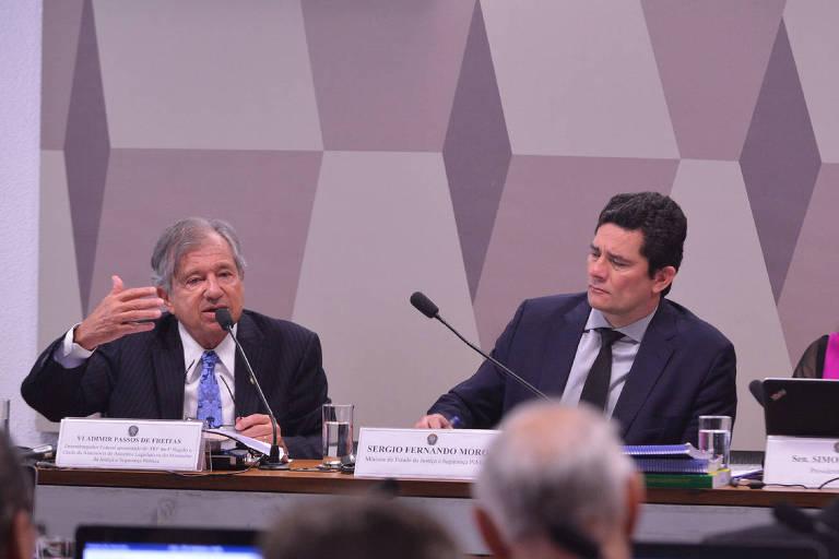 Vladimir Passos de Freitas e Sergio Moro, em audiência no Senado, em 2019