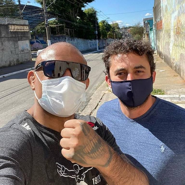 O lutador Sergio Moraes (à esq.) e o amigo e médico Felipe Carnevale, que o ajudou a se recuperar da Covid-19