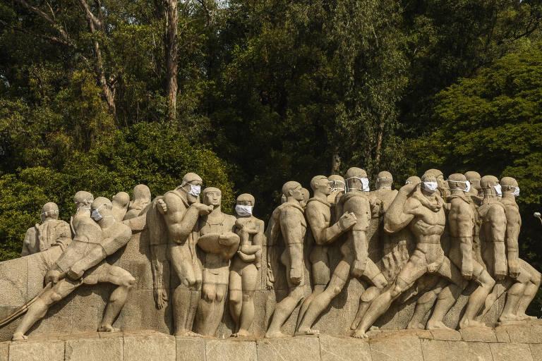 Monumentos em São Paulo ganham máscaras; veja fotos de hoje