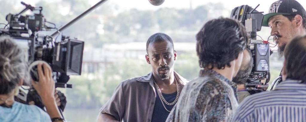 Raphael Logam é Evandro na série 'Impuros', da Fox