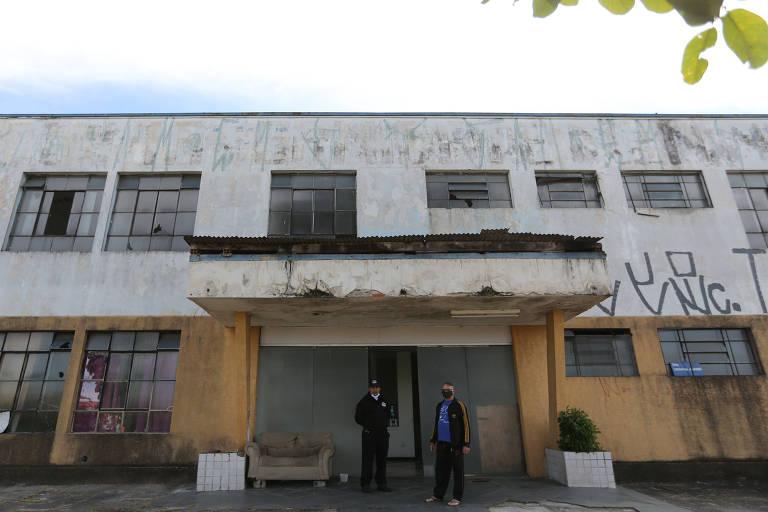 Hospital comprado na zona leste de SP há cinco anos está abandonado