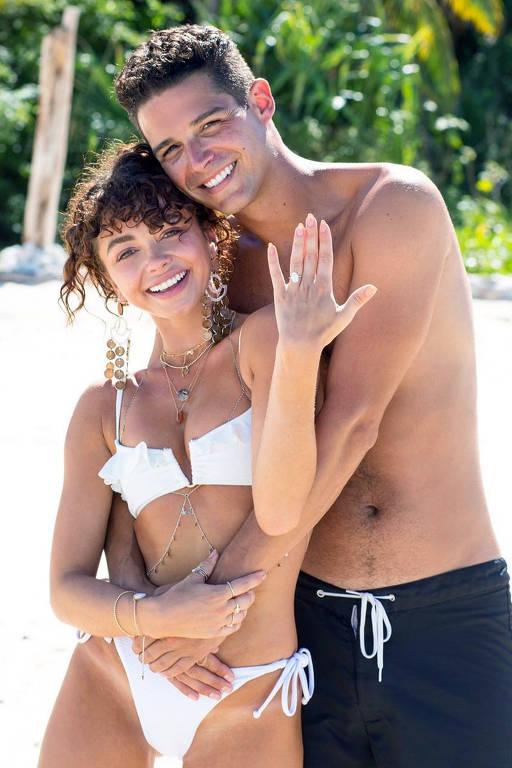 Sarah Hyland e noivo compram mansão de R$ 23,5 milhões