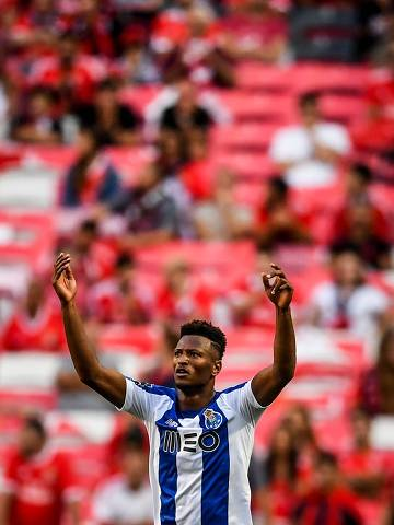 Porto's Cape Verdean forward Ze Luis celebrates after scoring against SL Benfica during the Portuguese League football match between Benfica and Porto at the Luz stadium in Lisbon on August 24, 2019. (Photo by PATRICIA DE MELO MOREIRA / AFP)
