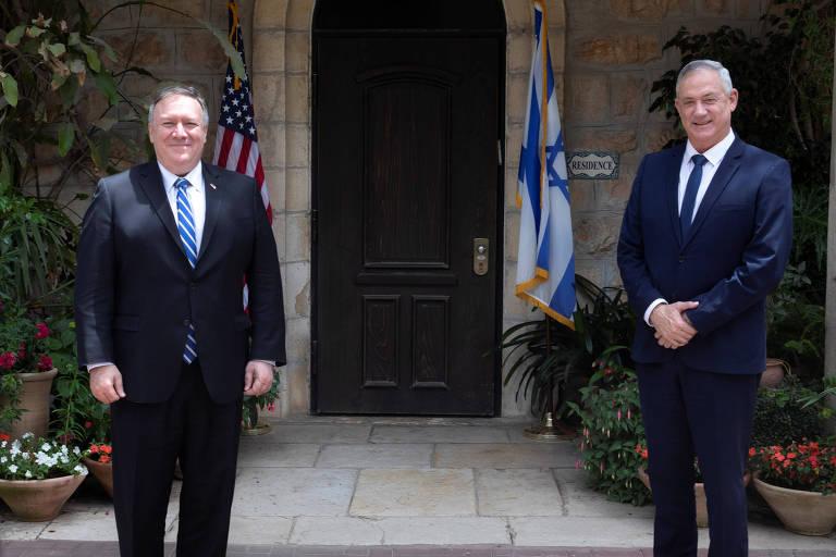 O secretário de Estado dos EUA, Mike Pompeo (esq.), com o líder do partido Azul e Branco, Benny Gantz, em Jerusalém