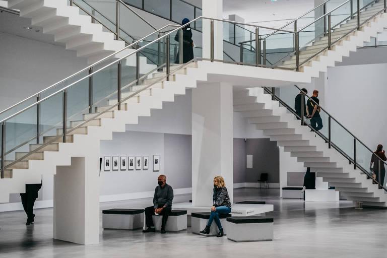 Veja fotos de museu alemão reaberto para a era Covid-19