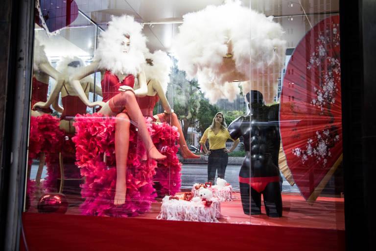 Veja fotos de Maisa Pacheco, dona de sex shop na esquina das avenidas Paulista e Consolação