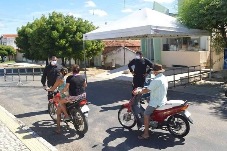 Barreira da vigilância sanitária em Itaú (RN), que tem 'lockdown'