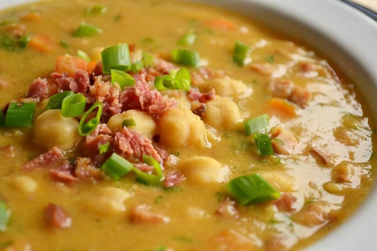 Sopa de grão-de-bico é substanciosa e perfeita para noites frias