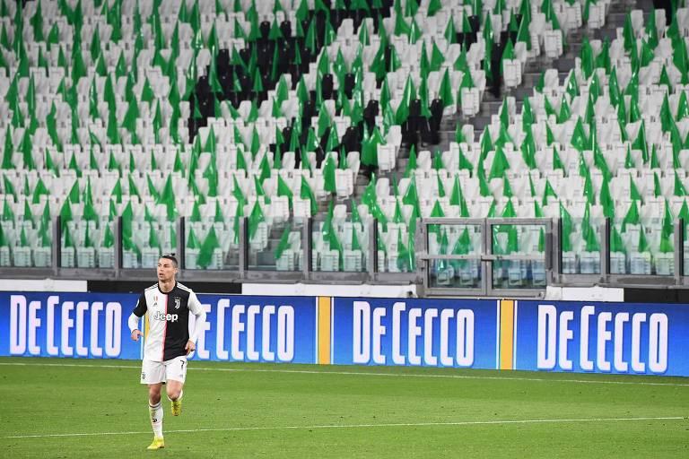 Antes da interrupção, a Juventus de Cristiano Ronaldo e outros clubes italianos jogaram com portões fechados