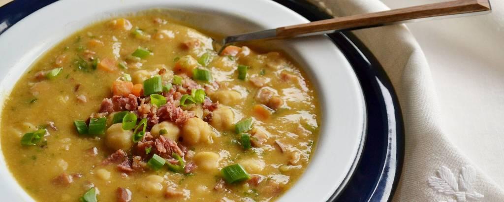 Sopa de grão-de-bico para você se aquecer no frio