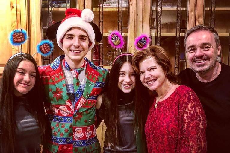 Imagens de Gugu Liberato com a família