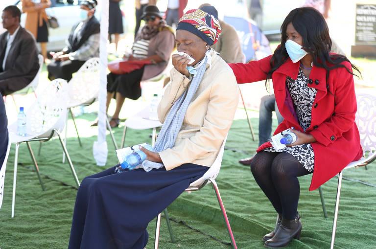 Funerais na África em meio à pandemia de coronavírus