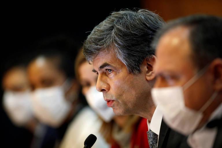 O ex-ministro da Saúde Nelson Teich durante anúncio de saída do governo, em Brasília