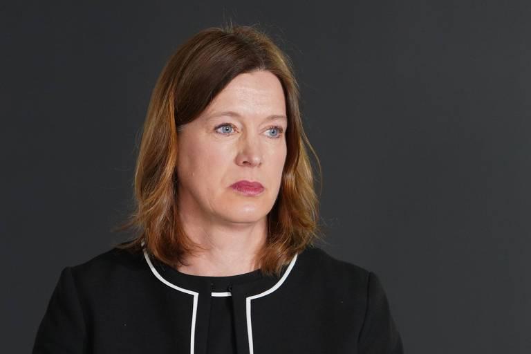 Catherine Calderwood participa de entrevista coletiva em Edimburgo