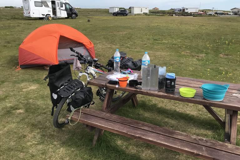 Cândida Brenner de Azevedo pedalou por 30 dias pela Islândia