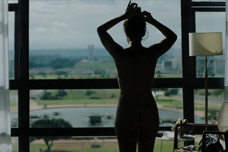 """Cena do filme """"Como Nossos Pais"""" (2017), de Laís Bodanzky"""