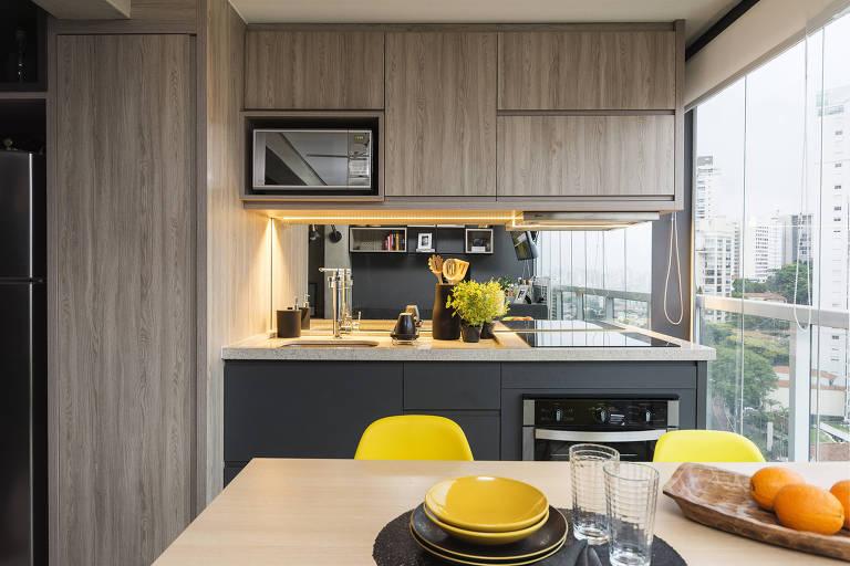 Apartamento de 34 metros quadrados projetado pela Andrade e Mello Arquitetura e Interiores