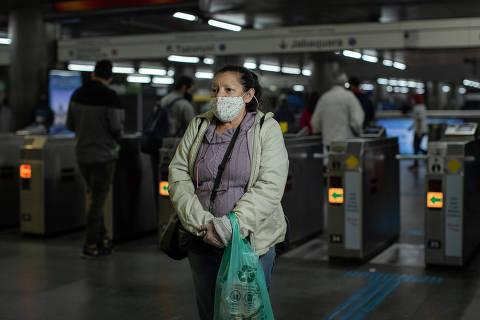 Coronavírus impede abraço na chegada de 15º voo de deportados dos ...