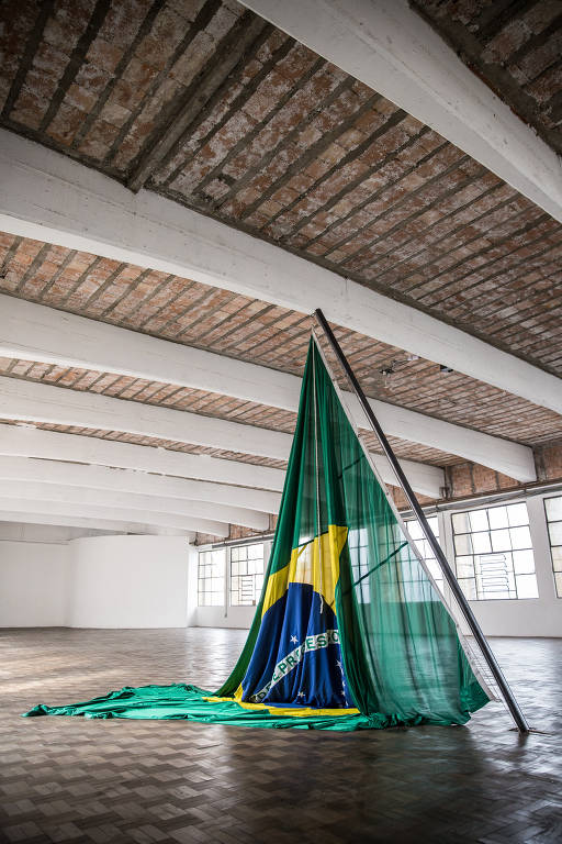 Artistas desconstroem bandeira nacional à luz do governo Bolsonaro