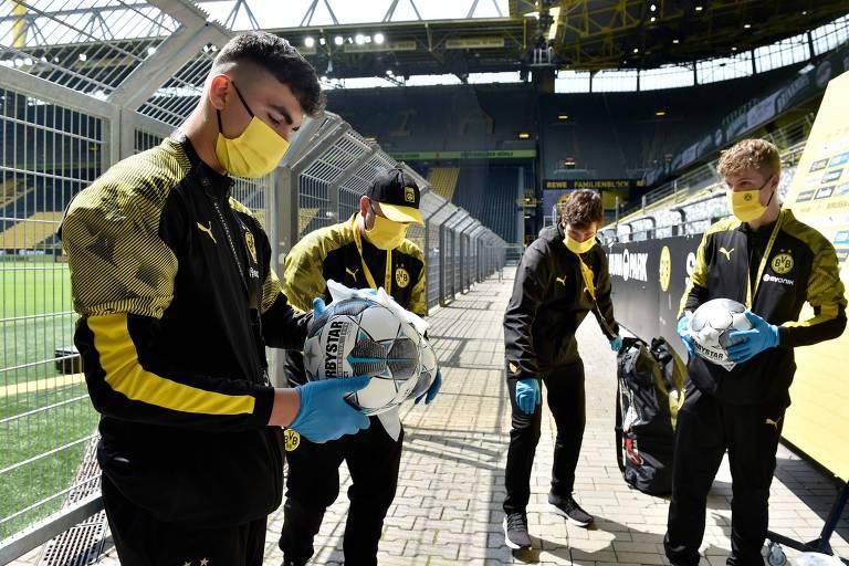 Imagens da volta do Campeonato Alemão após dois meses