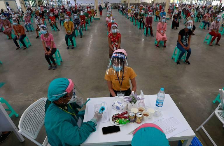 Criança chinesa faz teste de coronavírus em Hubei