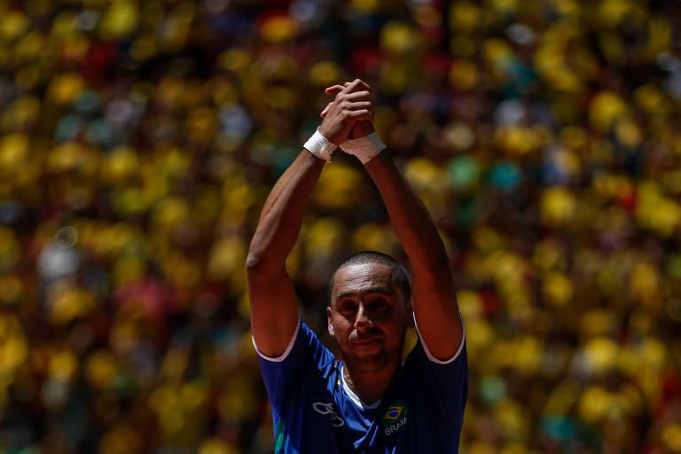Bicampeão olímpico, Serginho anuncia aposentadoria do vôlei aos 44