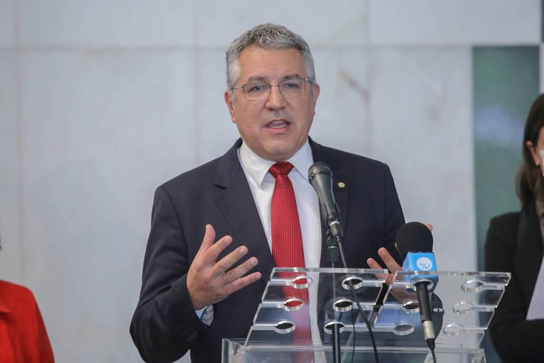 Deputado e ex-ministro da saúde, Alexandre Padilha (PT-SP); deputado pressiona por informações sobre protocolos de segurança adotados por companhias públicas