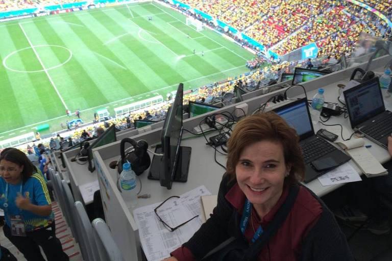 A jornalista Eliane Brum fez a melhor cobertura da Copa do Mundo de 2014, no Brasil, e é a camisa 10 e capitã da seleção da mídia