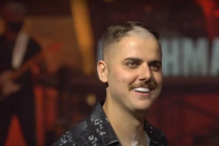 Zé Neto tem barba e cabelo raspados em live da dupla Zé Neto & Cristiano