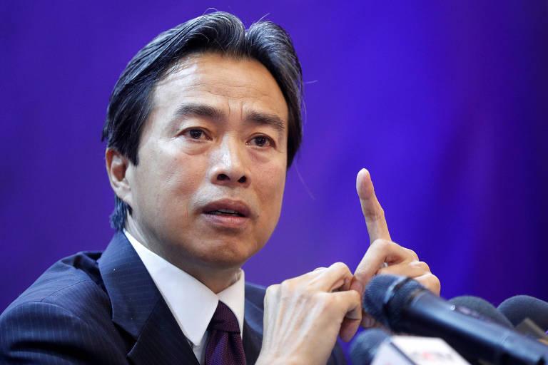 O embaixador Du Wei durante encontro com a imprensa em Kiev