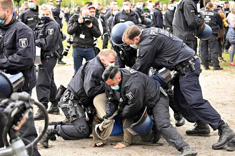 Milhares protestam contra confinamento na Alemanha